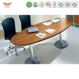 現代会議の席、曲げられた会議室表、小さい会合表