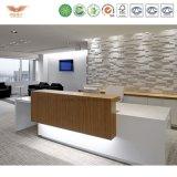 Стол приема роскошной панели белый деревянный с задней стеной
