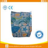 O tecido encantador do bebê do sono com elevação absorve