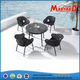 藤の屋外の家具のチェアーテーブル/柳細工のチェアーテーブルの庭の家具を食事すること