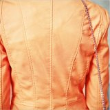 Женщины C1226 замыкают накоротко куртку мотоцикла PU мягкого ворота стойки кожаный