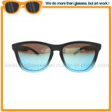 Dernier Style châssis plastique lentille PC UV400 des hommes des lunettes de soleil