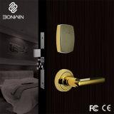 O cilindro de bloqueio do cartão o dedo da fechadura da porta do hotel com pegas
