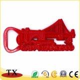 Aimant rouge fonctionnel de réfrigérateur en métal avec l'ouvreur