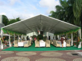 A barraca ao ar livre personalizada da família, estala acima a barraca do partido