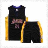 メンズスポーツは新しいモデルのブランクのチームV首のバスケットボールジャージーを身に着けている