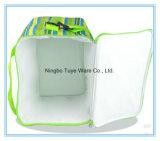 Saco isolado da cor verde refrigerador à mão