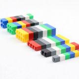 De plastic OnderwijsKubussen van de Aaneenschakeling van het Stuk speelgoed van het Raadsel Jaren 3+