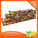 Campo da giuoco dell'interno del parco di divertimenti del giocattolo dei capretti per i bambini