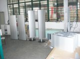 독립 구조로 서있는 볼록한 두 배는 철탑 토템 편든다