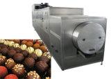 機械を形作っていたり及び作っているDs128チョコレート豆