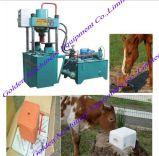 Bloco do tijolo de sal mineral da nutrição da alimentação animal que lambe a máquina da imprensa