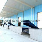 Le chargement et déchargement de quai fixe de la rampe