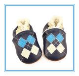 Il modo stampato poco costoso all'ingrosso del bambino calza i pattini di cuoio del bambino