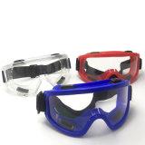 A cor com óculos de segurança à prova de vento e à prova de pó