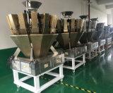 デジタル重量を量るスケールのRx 10A17世紀を詰めているコーヒー豆