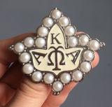 Brooch greco di Aka della perla della lettera dello smalto all'ingrosso della lega