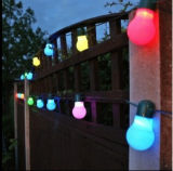 La cadena accionada solar de la lámpara del bulbo diseñó para el festival al aire libre del jardín