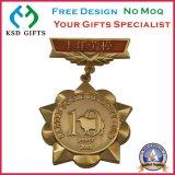 ブルーリボンが付いている金のマッチ賞メダル