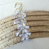 Вешалка одежд цветов высокого качества различной проложенная сатинировкой