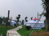 أسرة يستعمل كبيرة خارجيّة [يورت] خيمة لأنّ يخيّم