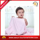 Tissu de la Reine de tricot bébé couverture avec broderie logo