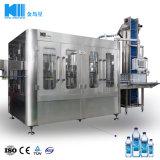 Automatique de boissons en bouteille de liquide pur minérale l'eau potable des boissons gazeuses mousseux/plafonnement d'étanchéité de remplissage de rinçage de décisions machine de conditionnement d'embouteillage de remplissage