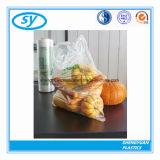 Sachet en plastique clair de catégorie comestible sur le roulis