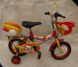 Una bicicletta dei quattro bambini delle rotelle