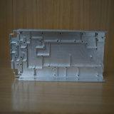 CNC que faz à máquina no perfil de alumínio