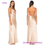 Le prochain type moderne neuf dans l'avant évident à l'extérieur la robe de soirée de modèle avec la limite arrière de courroie