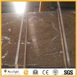 Коричневым мрамором тропический лес на кухонном столе плит или на полу плитка