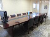 Управление Зал заседание заседаний Конференции в таблице с подходящими стулья