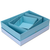 В сложенном виде коробку бумаги подарочной упаковки коробки или игрушки из гофрированного картона поле дисплея