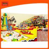 La estructura de escalada para niños con tobogán, cama elástica de Arco Iris y arenero