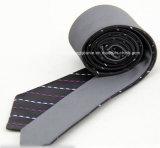 二重表面絹のネクタイを予約した