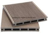 Plancher en bois creux de cannelure imperméable à l'eau solide de Decking de la texture WPC
