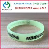 Förderung-Geschenkekundenspezifisches Gummiwristband-Silikon-Armband (KSD-866)