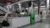 Plástico que recicla y máquina de la granulación con las personas profesionales del servicio After-Sales