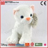 Il gatto bianco molle bello dell'animale farcito della peluche del giocattolo per il bambino scherza il gioco