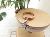 La manera ahueca hacia fuera el anillo de oro pendiente de Rose de la estrella del platino para las mujeres