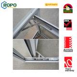 Ventana gris del marco del color del PVC con el obturador adentro