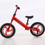 多彩な赤ん坊のバランスの自転車はバランスのバイクをからかう