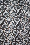 Nuovo tessuto del merletto del poliestere di stile con il reticolo variopinto in bianco e nero elegante del ricamo