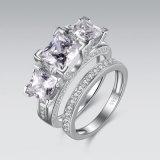 반지 세트를 겹쳐 쌓이는 시뮬레이트한 다이아몬드를 지우십시오