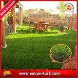 子供の子供の遊ぶことのための人工的な草のカーペット