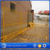 粉の上塗を施してあるカナダの一時金網の塀