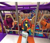 O espaço do divertimento do elogio caçoa o equipamento interno do campo de jogos do tema