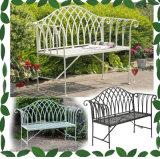 屋外の折りたたみの錬鉄の庭のベンチ