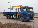 8개 T 망원경 기중기를 가진 HOWO 6X4 기중기에 의하여 거치되는 트럭